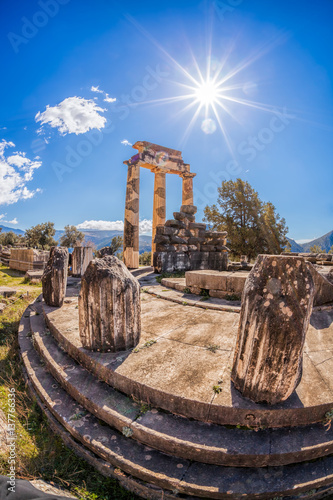 Staande foto Athene Delphi with ruins of the Temple in Greece
