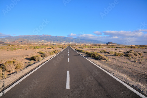 Foto op Plexiglas Zalm Long Lonely Road
