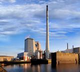 Kraftwerk in Hafen von Bremen