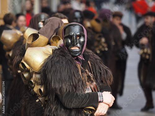 Carnevale in sardegna in barbagia con i mamuthones