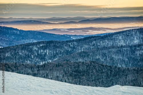 Zdjęcia na płótnie, fototapety na wymiar, obrazy na ścianę : Bieszczady mountains in winter, beautiful sunrise