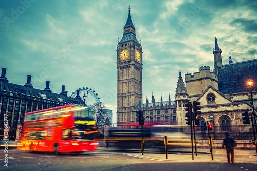 Poster Double-decker bus in night London