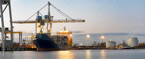 Spoed canvasdoek 2cm dik Panoramafoto s high-resolution panorama seaport ,unloading of merchant ships