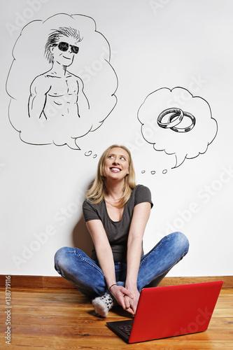 Poster jeune femme cherchant l'amour sur des sites internet de rencontres