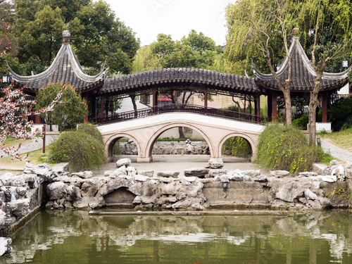 Poster Covered bridge in classical Chinese garden in Suzhou