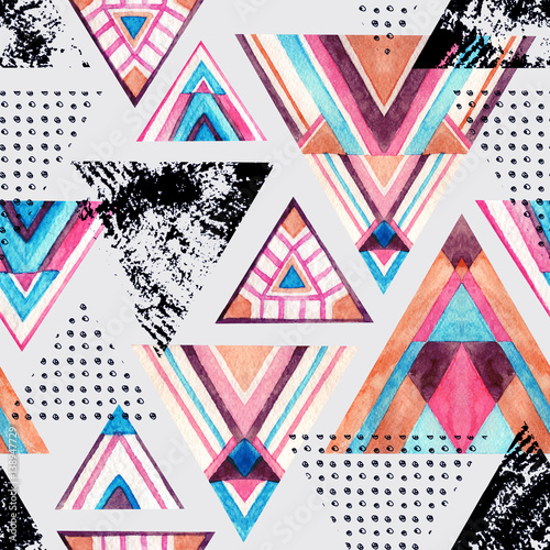 Abstract watercolor triangle seamless pattern. - 138947729