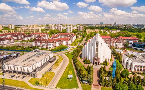 Zdjęcia na płótnie, fototapety na wymiar, obrazy na ścianę : Lublin z lotu ptaka. Kościół przy ulicy Jana Pawła II w Lublinie