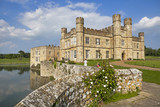 The majestic Leeds castle situated in the Kent region of England. - 139127349