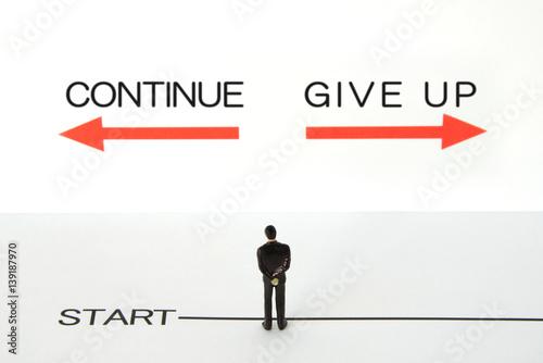ビジネスイメージ―継続か断念か Poster