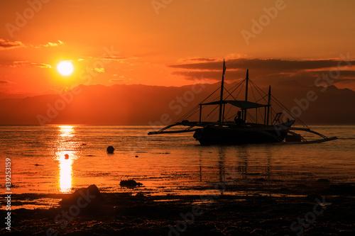 In de dag Oranje eclat Sunset over a tropical ocean