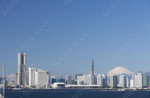 横浜と富士山 みなとみらい21 快晴 青空
