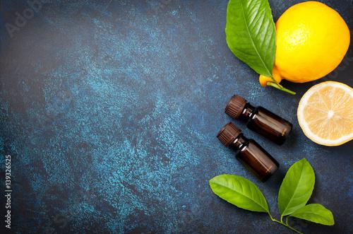 Plakat  lemon essential oil