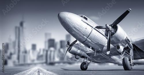 Foto op Aluminium New York old aircraft against a skyline