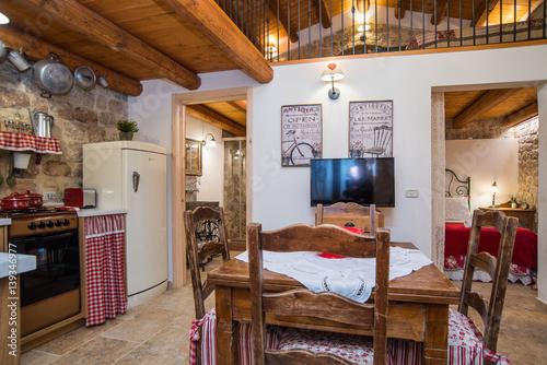 Casa con soppalco con camera da letto, soggiorno e cucina | Buy ...