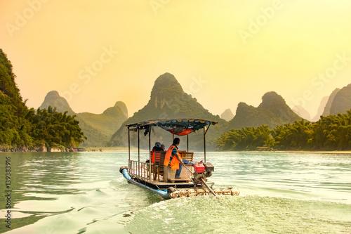 Aluminium Guilin Tourists cruising Li River in Yangshuo, China
