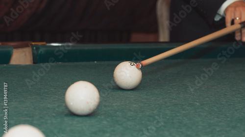 Staande foto A man plays Billiards