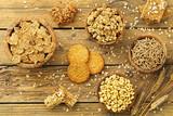 prima colazione,cereali integrali, sfondo tavolo di cucina rustico - 139466519