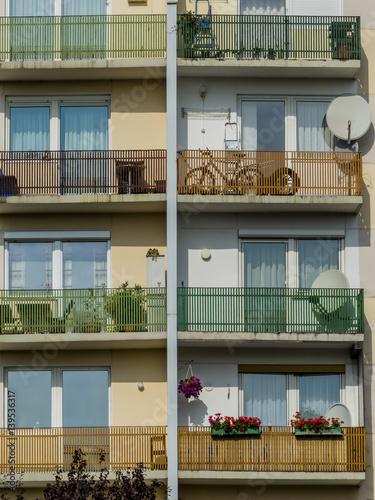 Plakat Balkone in einem Wohnhaus