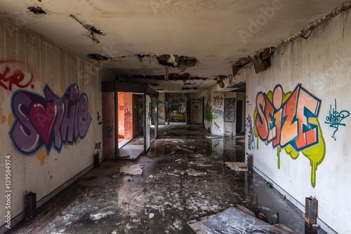 Poster Corridor abandoned
