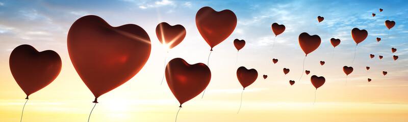 Herz-Luftballons im Sonnenuntergang