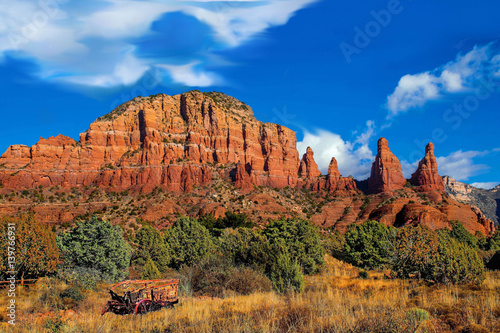 Fotobehang Arizona Mountains, Arizona's Cathedral mountain range desert landscape