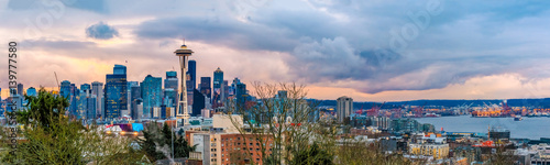 Foto op Canvas Seattle skyline panorama at sunset from Kerry Park in Seattle