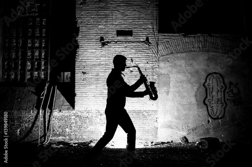 Poster Silhouette of man playing saxophone