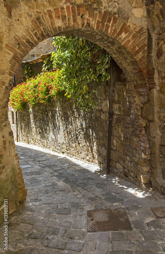 Fototapeta arch of wall in tuscany city in Italy