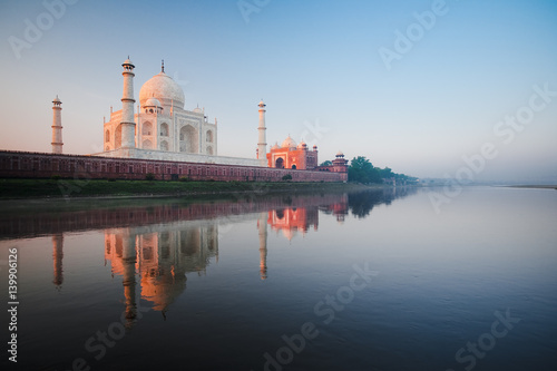 Staande foto India Rear Taj Mahal River Sunrise with Calm Water Reflection