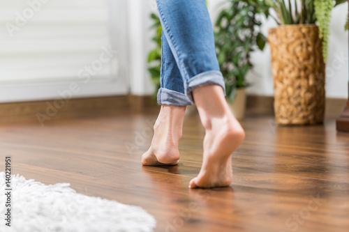 Leinwanddruck Bild Warm floor - the concept of floor heating and wooden panels.