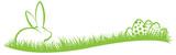 Osterhase und Ostereier auf grünem Gras - 140270396