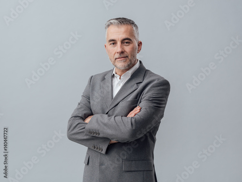 Poster Confident businessman posing