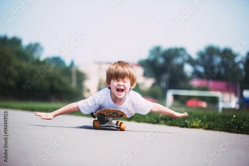 Fotobehang Skateboard Funny boy on a skateboard.