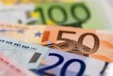 Viele verschiedene Euro-Geldscheine - 140452588
