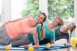 Leinwanddruck Bild - Frauen nach der Geburt machen Übungen für den Beckenboden im Rückbildungskurs
