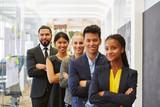 Multikulturelles Business Team im Büro