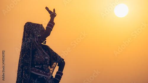 Foto Murales Indian Dancer at Sunset