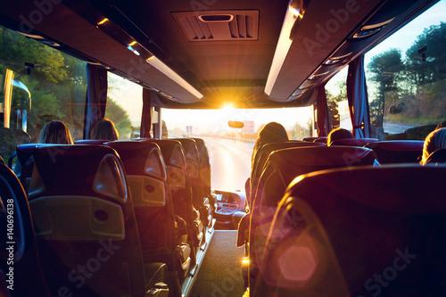 Leinwandbild Motiv Bus innen Busreise in den Sonnenaufgang – Tour bus interior