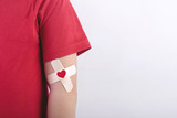 niño con un corazon dibujado en su brazo.Concepto de donacion de sangre - 140804549