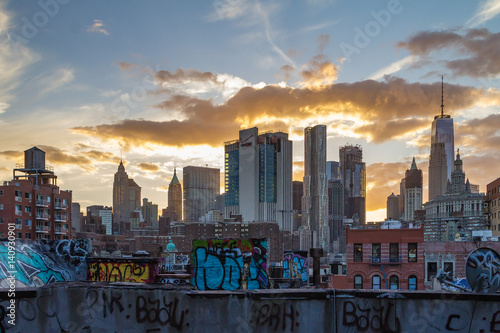 Foto op Aluminium New York New York City Skyline at Sunset with Graffiti Covered Rooftops of Manhattan