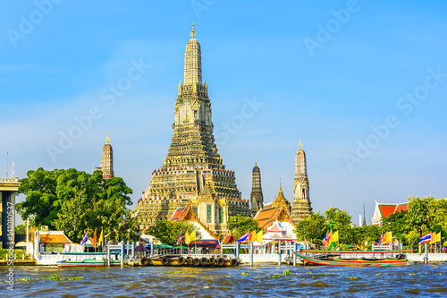 Poster Wat Arun in Bangkok or Temple of the Down