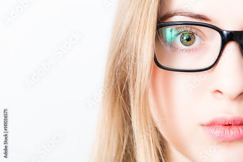 Juliste closeup of and eye of blonde woman with black glasses