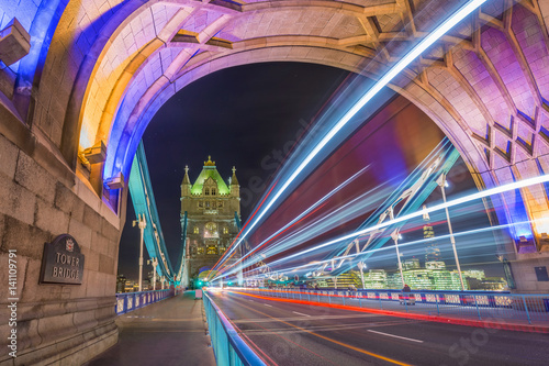 Poster London, England - Night shot of the world famous colorful Tower Bridge in London