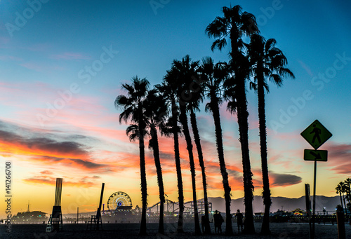Aluminium Amusementspark Santa Monica pier at sunset