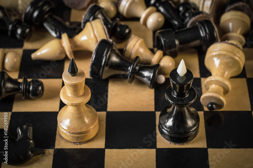 Party in chess, the two kings met after the war © esbuka
