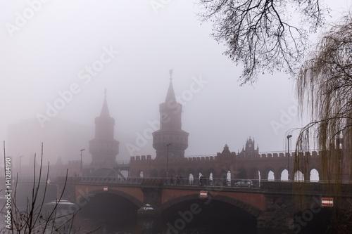 Poster Oberbaumbrücke im Nebel