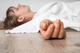 Dead woman lying on the floor under white cloth - 141316372