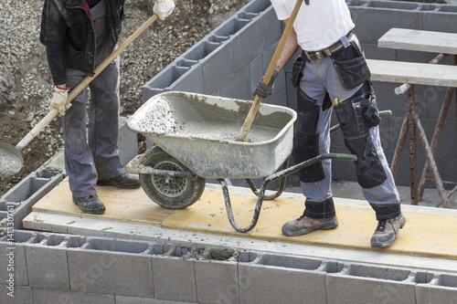 Leinwanddruck Bild Arbeiten mit Beton