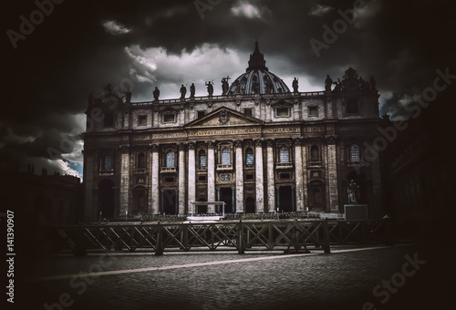 Poster Dark dramatic view of St Peters basilica, Vatican