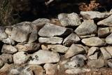 Fond de mur de pierre séche
